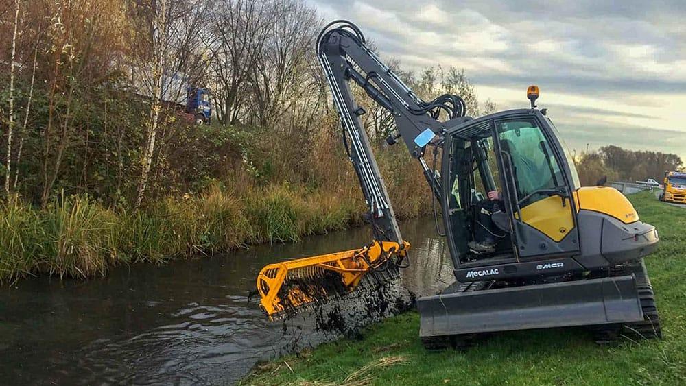 Gewässerunterhaltung mit dem GreenJob 8MCR