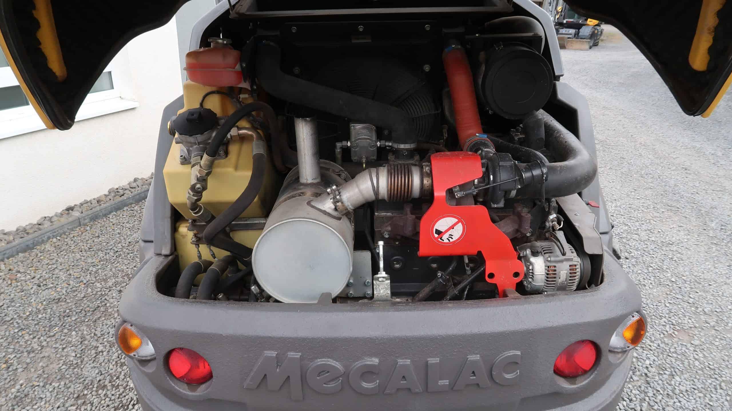 Ahlmann-Mecalac-Schwenklader-AS-900-Motor