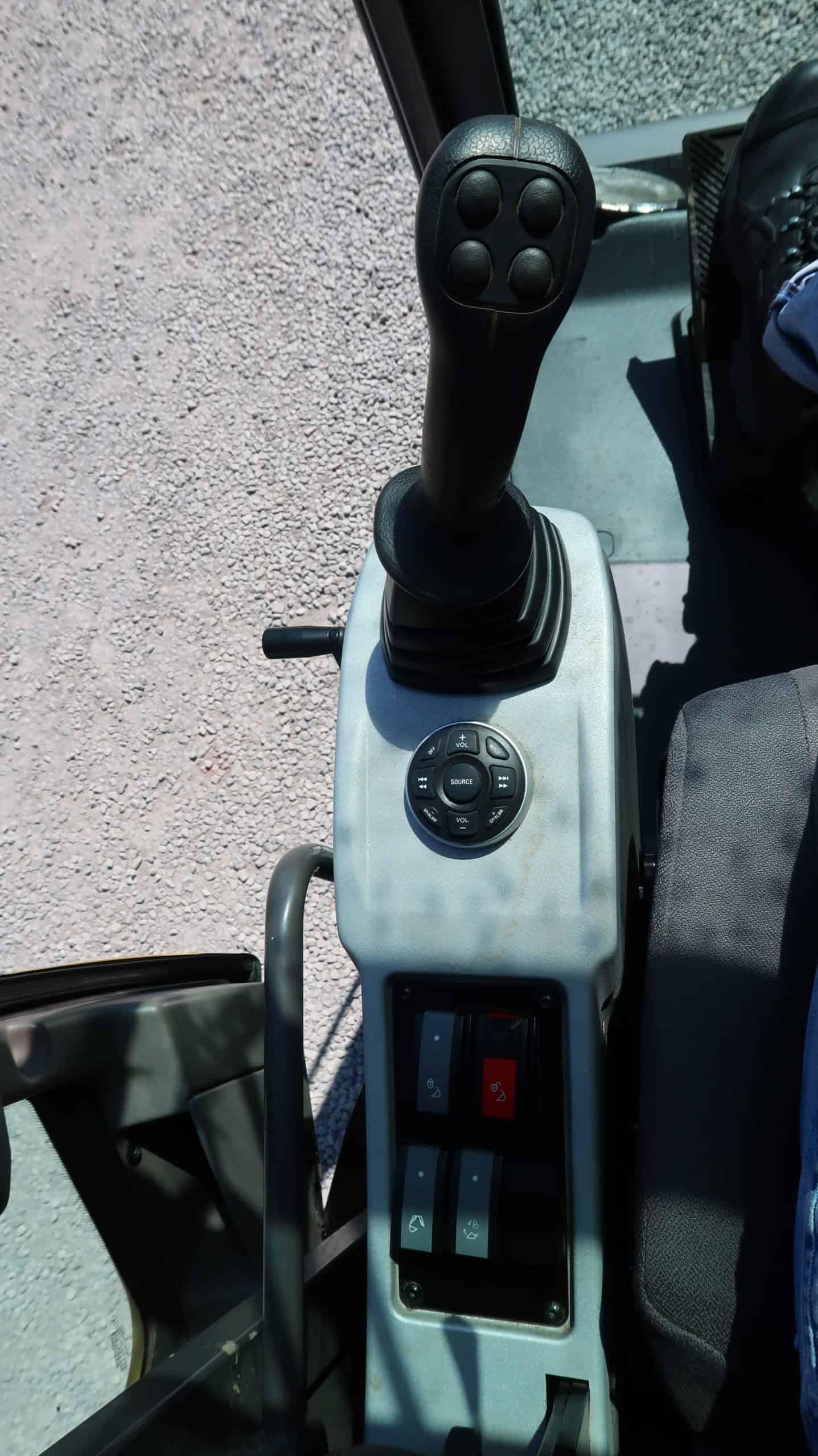 Mecalac-714-MWE-Mobilbagger-Joystick