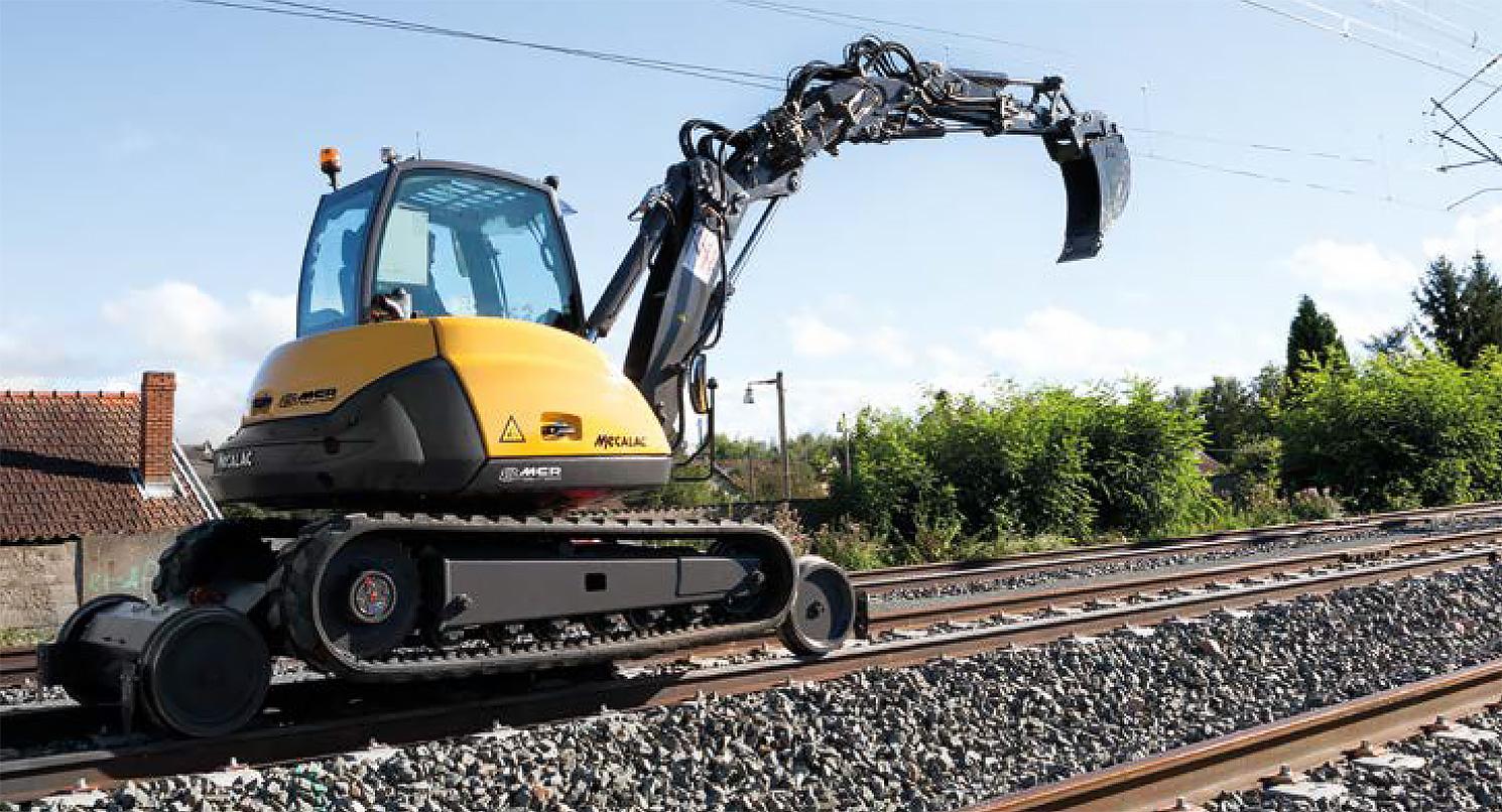Mecalac 8MCR auf Schienen